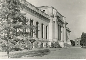 Front of Connecticut State Library from the East